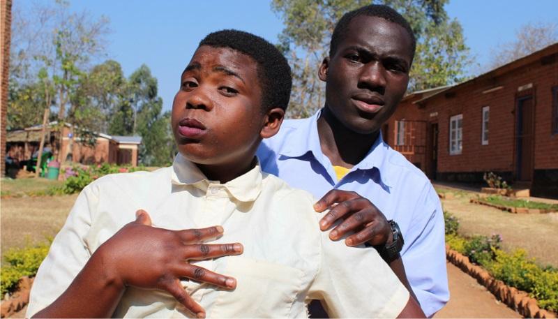 kaksi malawilaista nuorta