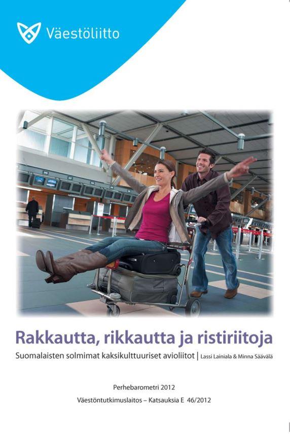 Kansikuvassa mies kuljettaa naista eteenpäin laukkukärryn päällä lentokentällä, ja molemmat nauravat.