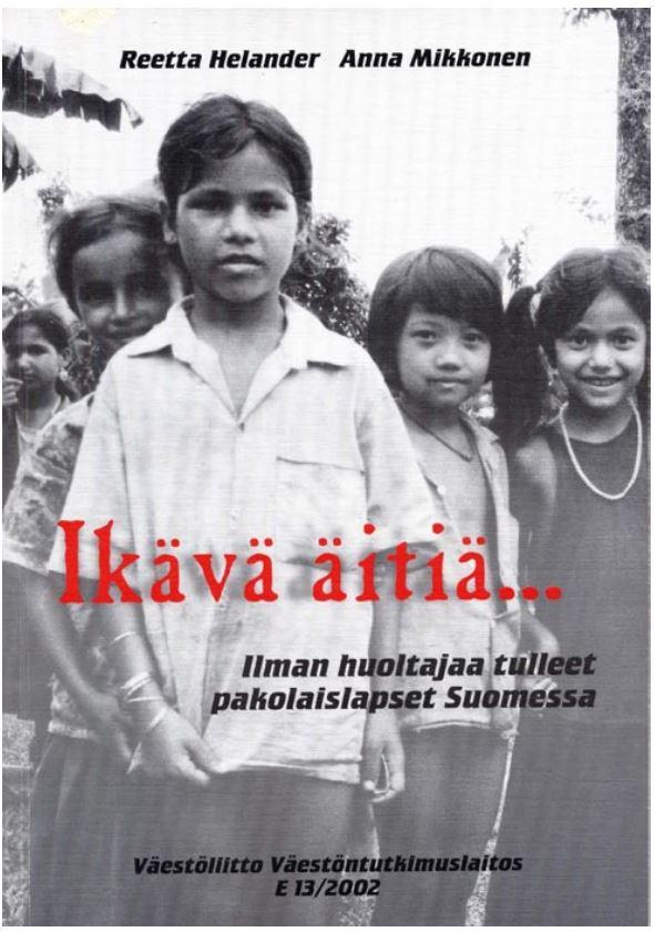 Mustavalkoinen kuva viidestä pienestä lapsesta.